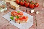 Tomato bruschetta - bread sandwich with tomatoes, garlic — Stock Photo