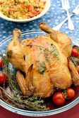 Chicken with herbs and tomatoes — Stockfoto