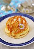 Apple tart with puff pastry dome — Stock Photo