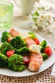 Salmon teriyaki with broccoli and tomatoes — Stock Photo
