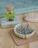 Erbe essiccate, olio e sapone biologico per la cura della pelle e la cura dei capelli — Foto Stock