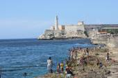People bathing and the Castle of the Royal Force, Havana — Stock Photo