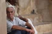 An old man smoking a typical cuban cigar — Stock Photo