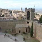 View of Montalcino city and amazing Tuscany countryside — Stock Photo #60400807