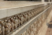 Bas Relief detail inside the red fort complex in Delhi — Stock Photo