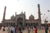 Jama Masjid of Delhi, main square overview with people — Stockfoto