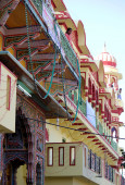 Architectural detail of a colorful Hindu temple — Stock Photo
