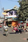 Daily life in Pushkar. People on the street near the sacred lake, — Stock Photo