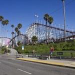 Постер, плакат: Santa Cruz Beach from the street at the entrance of the amusement park
