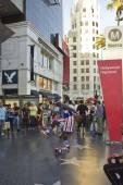 Street performer on Hollywood boulevard, Los Angeles — Stock Photo