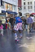 Street performer on Hollywood boulevard — Stock Photo
