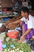 Torajan street market — Stock Photo