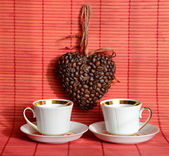 Heart of coffee beans and coffee cup (Valentine. Valentine's Day — Stock Photo
