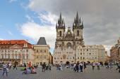 PRAGUE, CZECH REPUBLIC - AUGUST 28, 2011: The central square wit — Stock Photo
