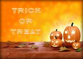 Halloween pumpa lykta. bus eller godis — Stockfoto