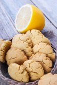 Homemade corn biscuits with lemon — Stock Photo