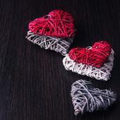 Disegno di San Valentino - cuore in catene. Concetto di amore su fondo di legno. — Foto Stock