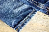 Blue jeans en la superficie de madera antiguo — Foto de Stock
