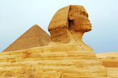 The Sphinx and Pyramids — Stock Photo