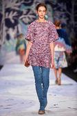 A model walks on the Alena Akhmadullina catwalk — Stock Photo