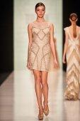 A model walks on the Tony Ward catwalk — Stock Photo