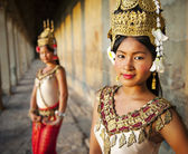 Traditional Aspara dancers — Stock Photo