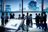 Business people discussing at city — Stock Photo