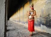 Cambodian lady in traditional costume — Stock Photo