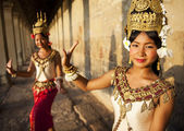 Traditional aspara dancers — Stock Photo