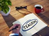 Businessman Writing 'Teaching' — Stockfoto