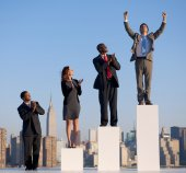 Business people standing on steps — Stock Photo