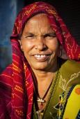 Indigenous senior woman smiling — Stock Photo