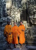 Contemplating Monks near ruins in Cambodia — Stock Photo