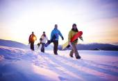People on way to snow boarding — Stock Photo