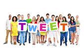People holding 5 letters forming tweet — Stok fotoğraf