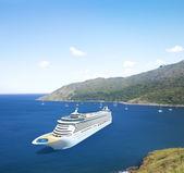 Cruise liner in Ocean — Stok fotoğraf