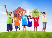 Crianças brincando pipas — Foto Stock