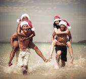 Two couples celebrating on beach — Stock Photo