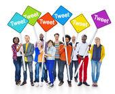 People Holding Sign Word Tweet — 图库照片