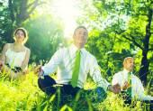 Green business team meditation — Foto de Stock