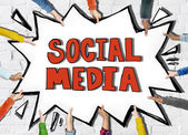 Hands Holding the Word Social Media — Fotografia Stock