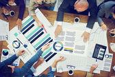 Mensen uit het bedrijfsleven brainstormen — Stockfoto