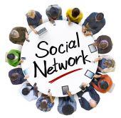 Lidé kolem dopis sociální síť — Stock fotografie