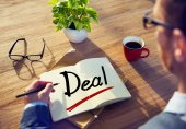 Man and Single Word Deal — Stock Photo