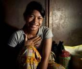 Teenaged girl smiling — Stock Photo