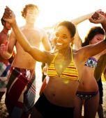 People enjoying a summer beach party — Foto de Stock