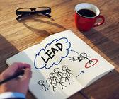 Homme d'affaires de remue-méninges sur le leadership — Photo