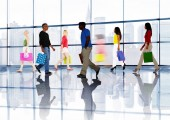 People Walking in Shopping Mall — Stock Photo