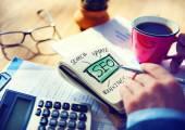 Businessman writting SEO Marketing — Stock Photo