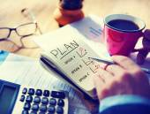 Man Writing Plan in Note Pad — Foto de Stock